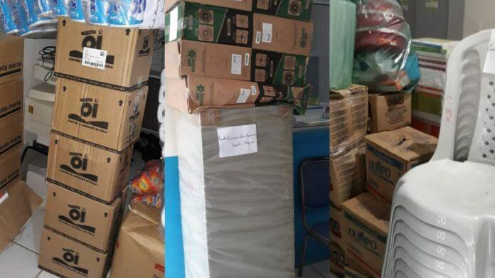 Materiais escolares são encontrados em garagem na casa da ex-prefeita de Cajari