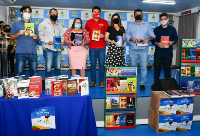 Arari e Viana e mais oito municípios do estado recebem kits pedagógicos e literários